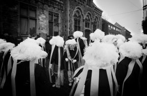 Paysans dans les rues de Binche lors du mardi gras au carnaval de Binche en 2013.
