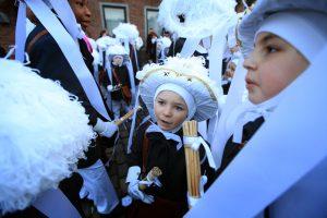Paysans au carnaval de Binche.