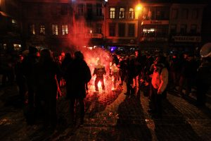 feux de bengale au carnaval de Binche en 2013 - Belgique